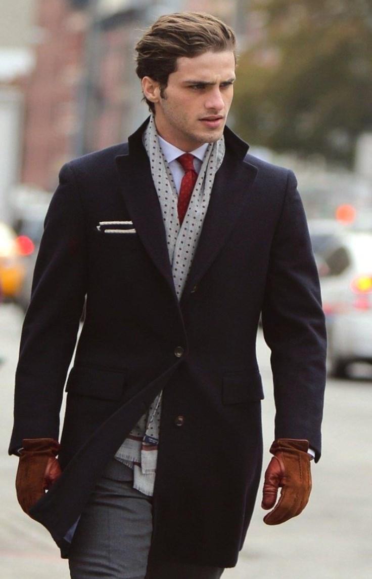 0e1bc701868 С чем носить чёрное мужское пальто.Особо элегантным станет исполнение из  кашемира. Так как