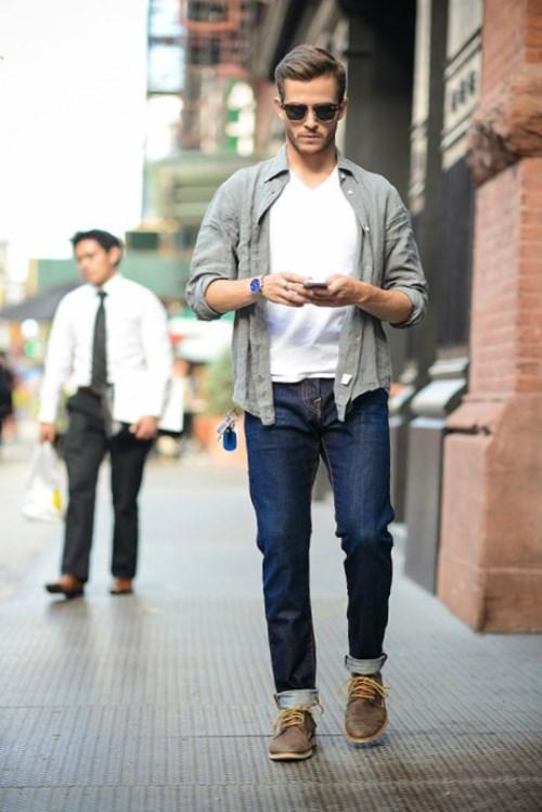 Но существуют определенные правила, с чем мужчинам носить кроссовки. В наше время на рынке очень большой выбор всевозможных брендов. Комбинация кроссовок с джинсами мужчинам нравится больше всего.