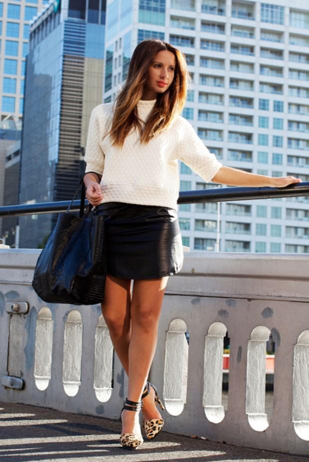 С чем носить короткую кожаную юбку. С чем носить кожаную юбку-трапецию. Про этот фасон почему-то многие забывают, хотя такая юбка выглядит не менее интересно, чем «солнце» или «карандаш«.